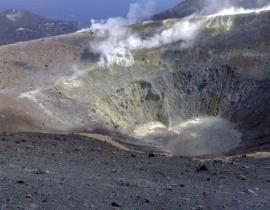 krater wulkanu na wyspie Vulcano